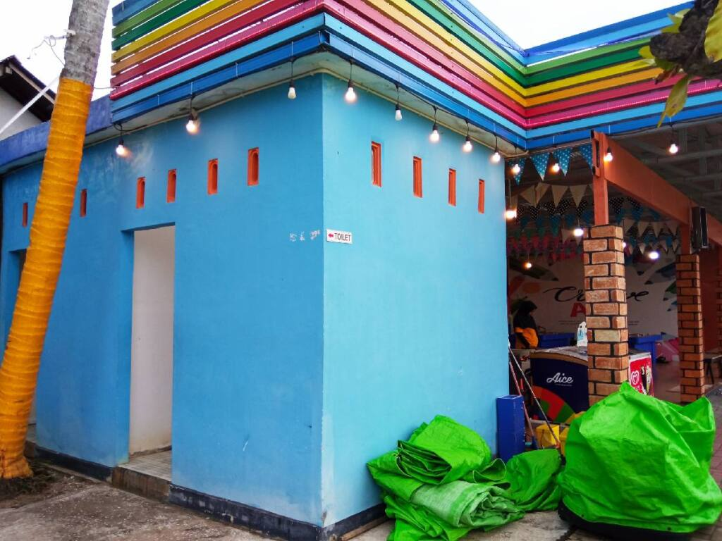 toilet di rainbow garden